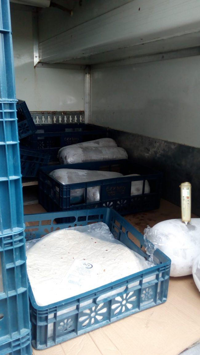 Přepravky v ložném prostoru dodávky
